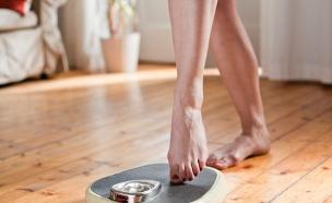 אישה על משקל (צילום: Westend61, GettyImages IL)