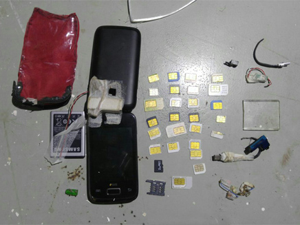 טלפונים וכרטיסי סים מהכלא