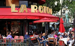 בית קפה בפריז (צילום: Tupungato, Shutterstock)