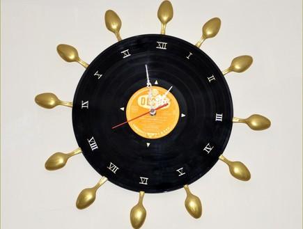 אמניות מיחזור, מירי ישראלי, שעון קיר מכפיות חד פעמיות ותקליט