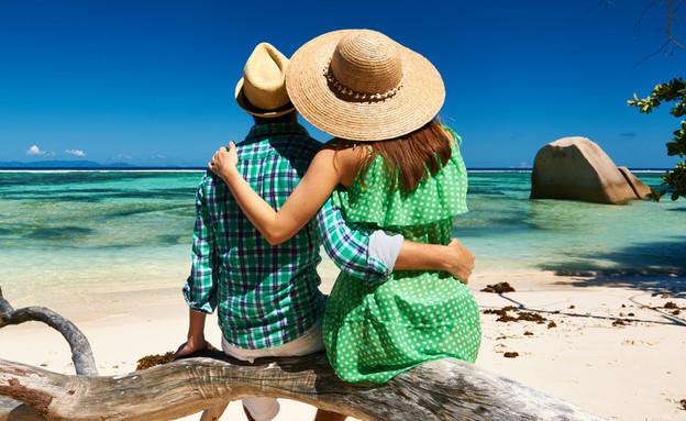זוג על החוף (צילום: haveseen, Shutterstock)