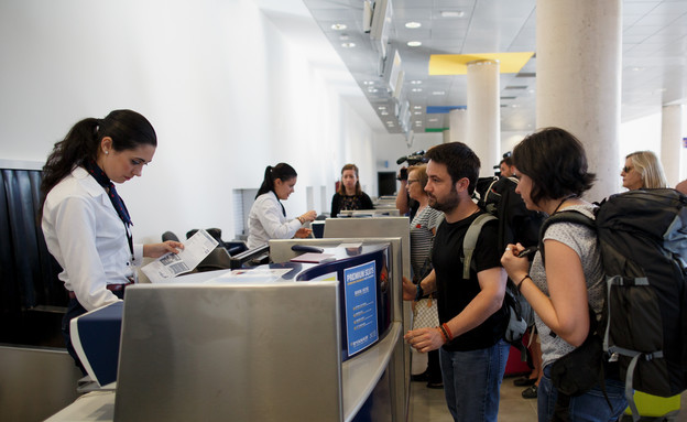 דלפק צ'ק אין בשדה התעופה (צילום: Pablo Blazquez Dominguez, GettyImages IL)