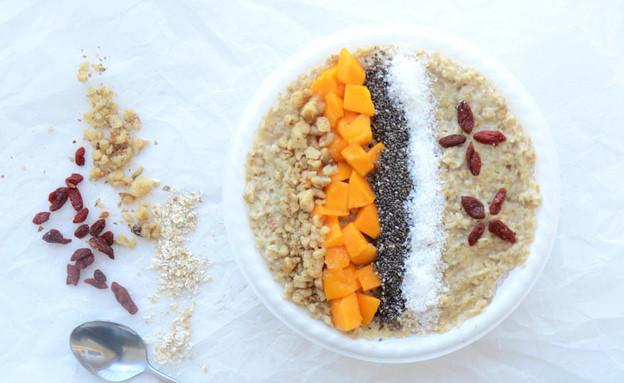 ארוחת בוקר טבעונית טרופית: מנגו שיבולת שועל קוקוס (צילום: שקמה יעקבי, TivonEat)