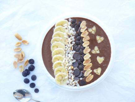 ארוחת בוקר טבעונית מושחתת: שוקו-בננה חמאת בוטנים