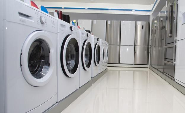 מכונות כביסה ומקררים בחנות מכשירי חשמל (אילוסטרציה: Shutterstock)