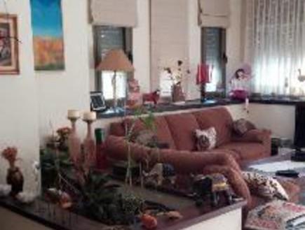 עינב גלילי, ג, הסלון לפני, צילום ביתי