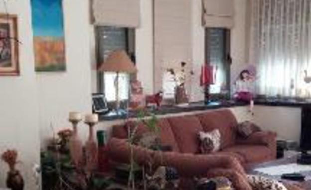 עינב גלילי, ג, הסלון לפני, צילום ביתי (צילום: אביב קורט)