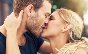 זוג מתנשק (צילום: Shutterstock, מעריב לנוער)