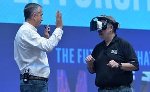 קסדת המציאות המשולבת Alloy של אינטל (צילום: Intel)