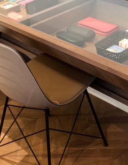 דנה קושמירסקי, ג, שולחן עבודה (7) (צילום: עודד סמדר)