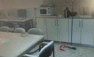 חדר המורים לאחר ריסוס מטף הכיבוי (צילום: משטרת ישראל)