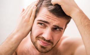גבר מקריח (צילום: VGstockstudio, Shutterstock)