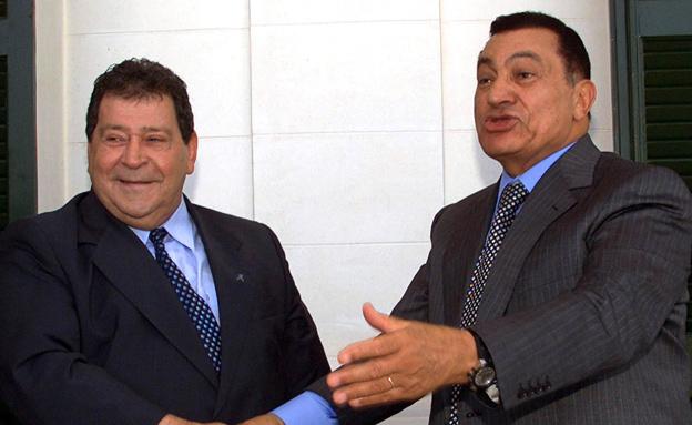 בן אליעזר עם נשיא מצרים לשעבר מובארק