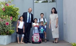 משפחת בנט חוזרת ללימודים (צילום: צילום: מירי שמעונוביץ)