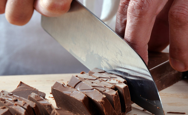 שף חותך שוקולד (אילוסטרציה: Shutterstock)