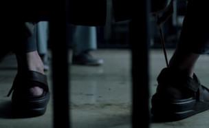 """הרגליים של ג'ון טורטורו ב""""ליל האירוע"""" (צילום: HBO,  יחסי ציבור )"""