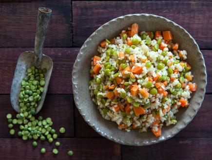 אורז מלא עם אפונה וגזר