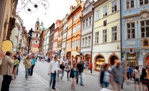 פראג רחוב (צילום: Milosz Aniol, Shutterstock)
