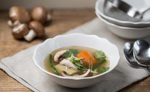 מרק עוף אסייתי - מוכן (צילום: דרור עינב, אוכל טוב)