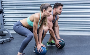 אימון עם כדור (צילום: wavebreakmedia, Shutterstock)
