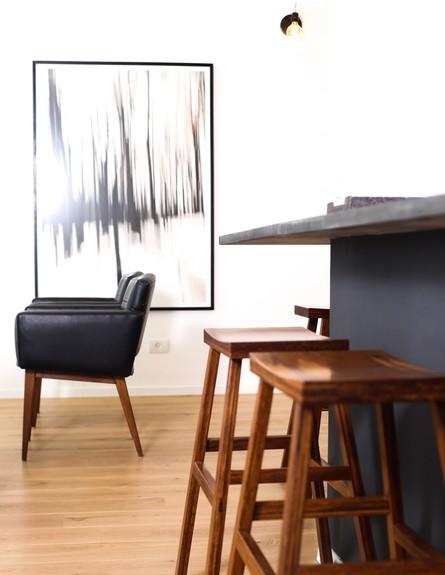 מרב שדה, ג, שיק של שחור ועץ - כיסאות אוכל מבמבוק (צילום: איקו פרנקו)