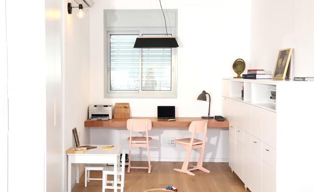 מרב שדה, חלל העבודה מכיל גם שולחן עבודה לילד (צילום: איקו פרנקו)