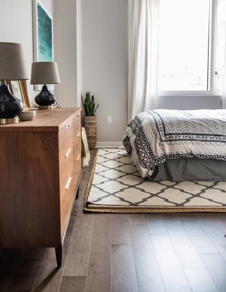 וילונות בחדר השינה (צילום: mjcohen photography, apartmenttherapy)