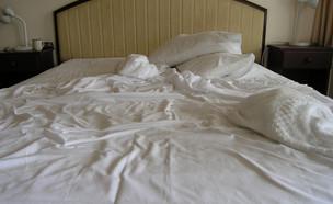 מיטה מלוכלכת במלון   (צילום: Alex Hinds, Shutterstock)