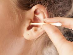 חוקרים מצאו שימוש מפתיע למקלון אוזניים