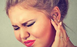 לחץ באוזניים (צילום: pathdoc, Shutterstock)