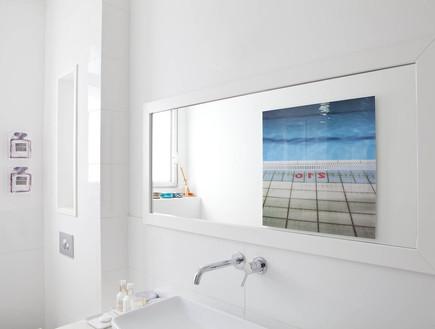אמנות10, שלבו תמונות גם בחדרי הרחצה (צילום: דניאלה נבון)
