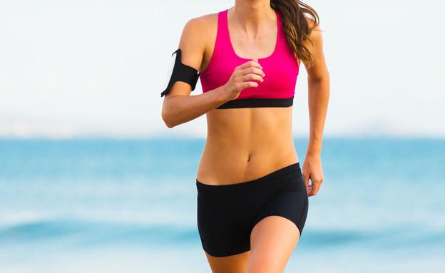 אישה רצה (צילום: EpicStockMedia, Shutterstock)