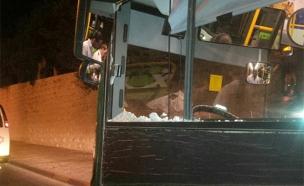 """האוטובוס  שהותקף באבנים בירושלים (צילום: הצלה יו""""ש)"""