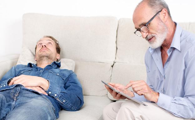 טיפול אצל פסיכולוג, אילוסטרציה (צילום: Adam Gregor, Shutterstock)
