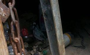 הצריף בו נכלא א' (צילום: משטרה)