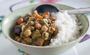 תבשיל חומוס וירקות בפסטו קארי (צילום: אסף רונן, אוכל טוב)