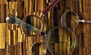 עיצוב זהב, משטח למטבח בשילוב אבנים חצי יקרות (צילום: תום מניון)