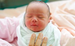 תינוק שרק נולד (צילום: ZouZou, Shutterstock)