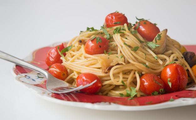 ספגטי ברוטב עגבניות שרי צלויות (צילום: דרור עינב, אוכל טוב)