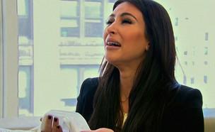 קים קרדשיאן בוכה (צילום: צילום מסך)