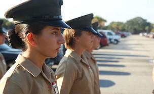 אמנדה איסא (צילום: Marine Corps)
