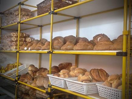 לחם אלטמורה. לכל מאפייה מתכון משלה
