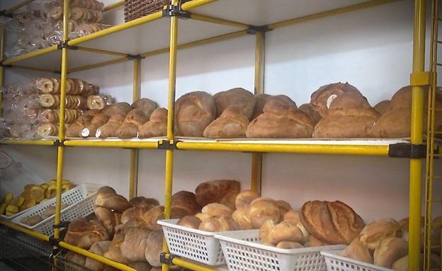 לחם אלטמורה. לכל מאפייה מתכון משלה (צילום: מיכל לויט, אוכל טוב)