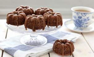 עוגות תמרים ברוטב קרמל (צילום: ענבל לביא, אוכל טוב)