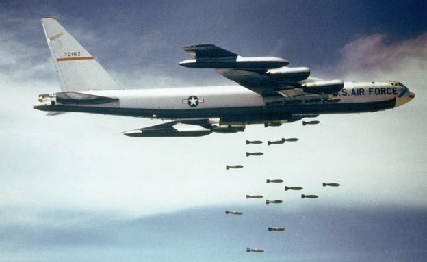 מפציץ B-52 (צילום: צבא ארצות הברית)