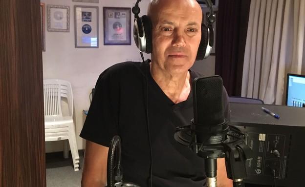 אבנר הררי באולפן בקלטות (צילום: באדיבות המצולם)
