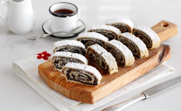 עוגיות מגולגלות במילוי תמרים וקינמון (צילום: נטלי לוין, אוכל טוב)