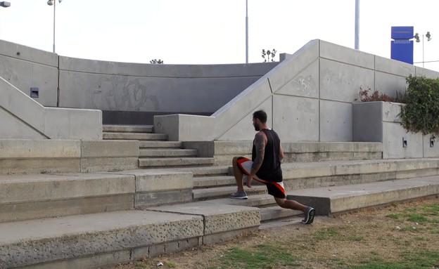 אימון מדרגות (צילום: רועי ברקוביץ)