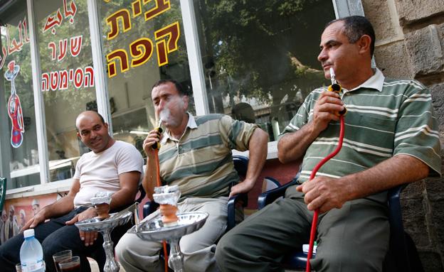 אחוזי עישון גבוהים במגזר הערבי (צילום: פלאש 90, מרים אלסטר)
