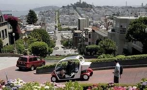 רכב חשמלי נוסע ברחובות סן פרנסיקו (צילום: David Paul Morris, GettyImages IL)